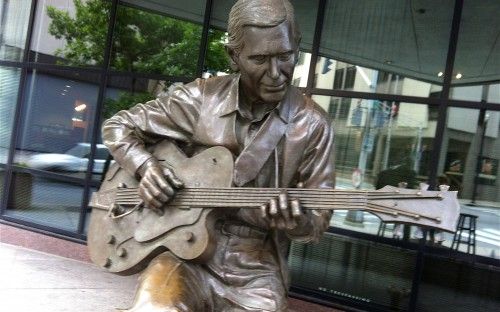 Chet Atkins statue, meeting place for Walkin' Nashville tour